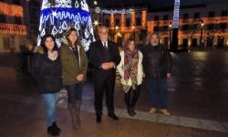 Alcalde y concejales del equipo de gobierno asistieron al encendido navideño
