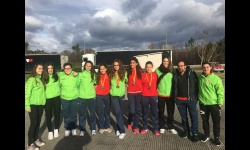 Jugadoras manzanareñas cadetes e infantiles junto a técnicos