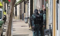 Grupos especiales de intervención de la Guardia Civil en las inmediaciones del mesón
