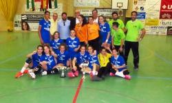 Autoridades junto a jugadoras y técnicos del equipo infantil femenino