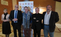 Autoridades y protagonistas del recital 'Como canta un poeta'