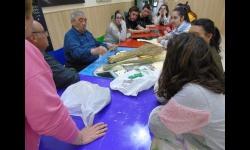 Los jóvenes aprenden a el uso del esparto