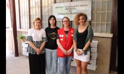 María Criado junto a la concejala de Igualdad y las representantes de Cruz Roja