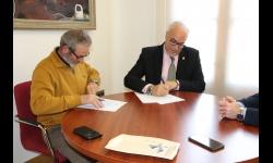 Firma del convenio entre UGT y el Ayuntamiento