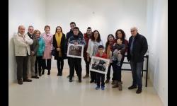 Foto conjunta de premiados con organización y familiares