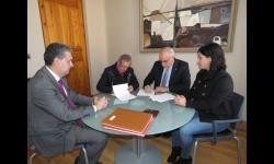 Acto de firma del convenio entre UGT y el Ayuntamiento