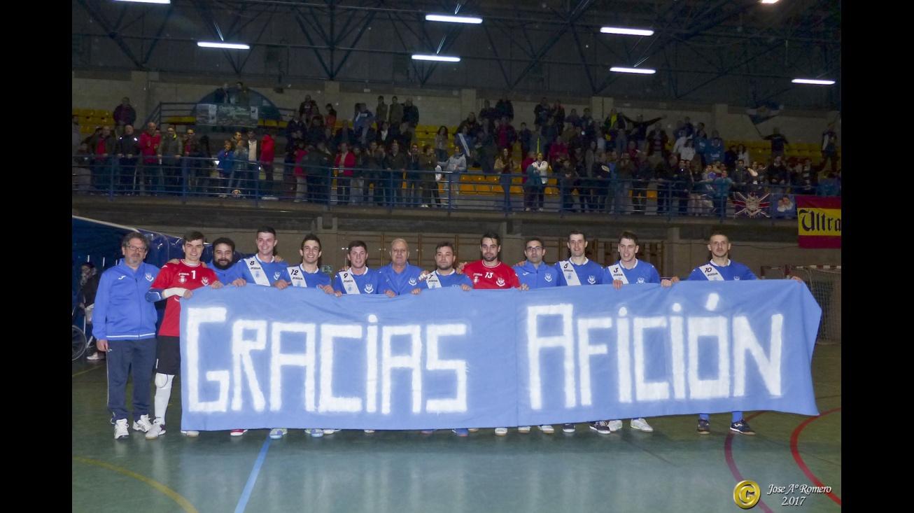 La plantilla agradeció el apoyo de la afición. Foto: José A. Romero