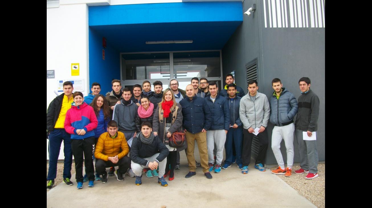 Alumnado del IES Azuer en la visita al Vivero de Empresas de Manzanares