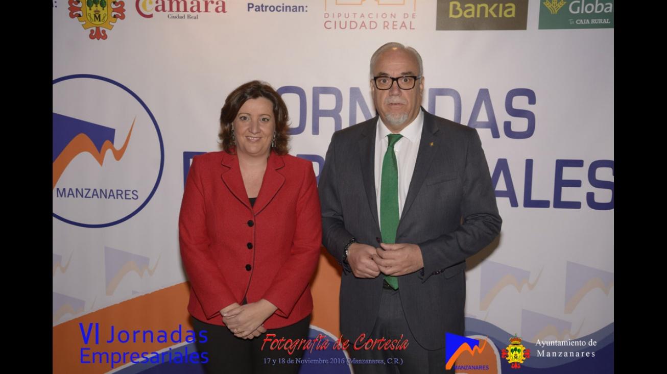 Julian Nieva, alcalde de Manzanares y Patricia Franco, consejera de economía, empresas y empleo