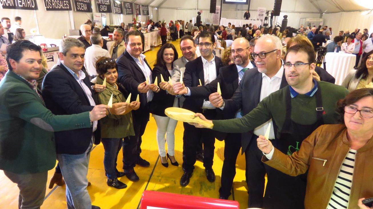 """Diputados provinciales y concejales en la inauguración de los """"Sabores del Quijote"""""""