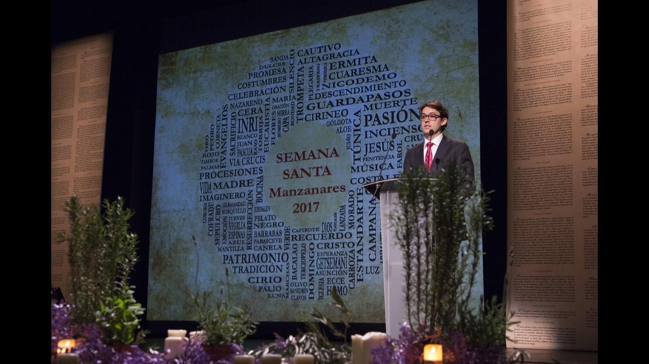 Óscar Parada, al inicio de su pregón. Foto: Carlos Caba