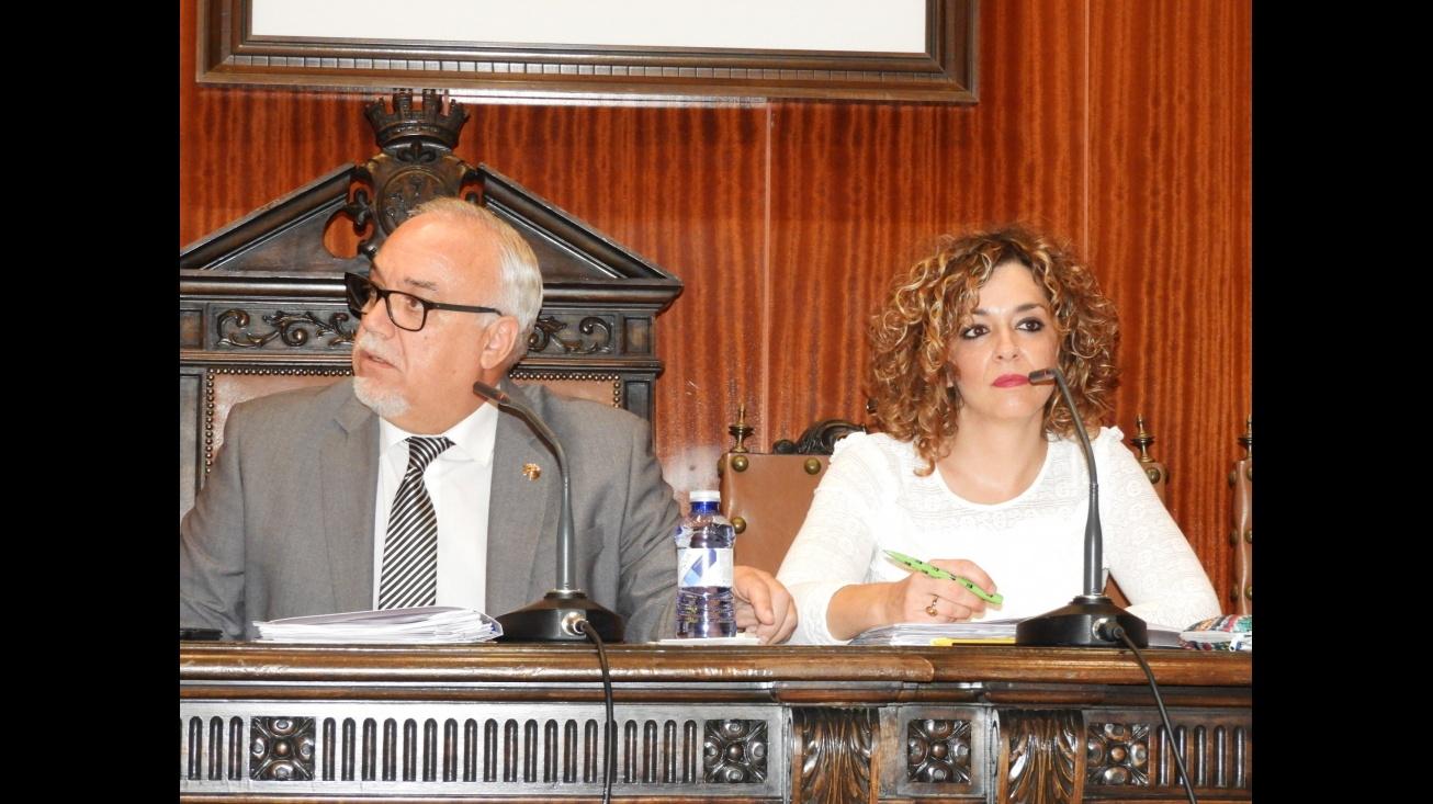 El alcalde, Julián Nieva, y la portavoz del equipo de gobierno, Beatriz Labián