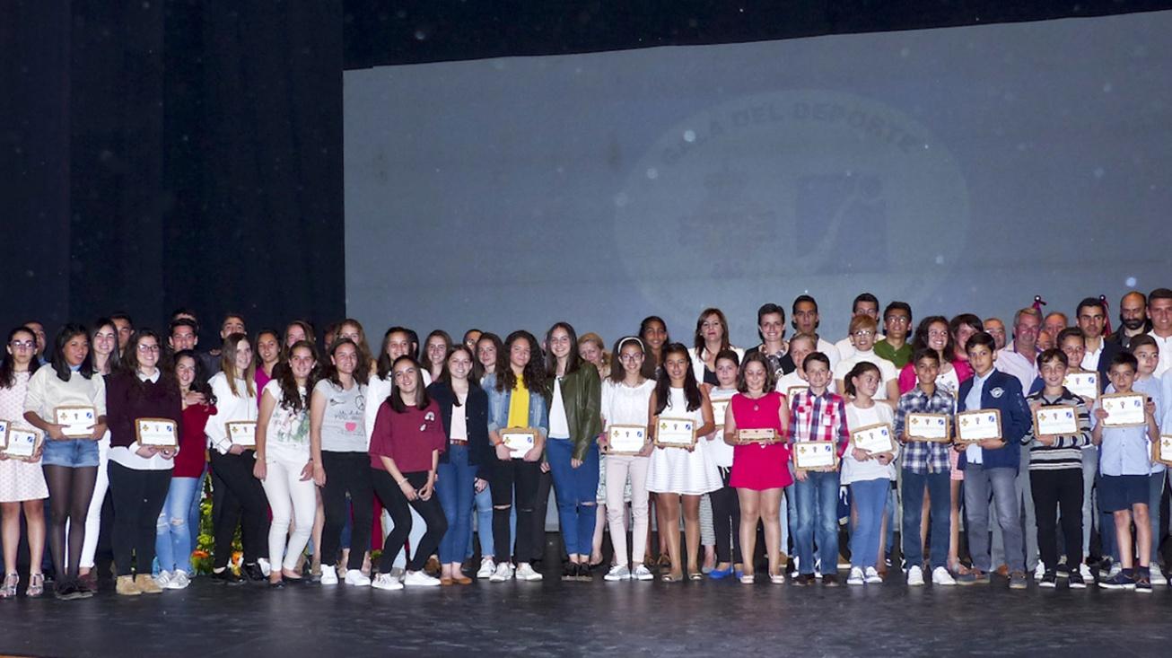 Foto conjunta de todas las personas galardonadas