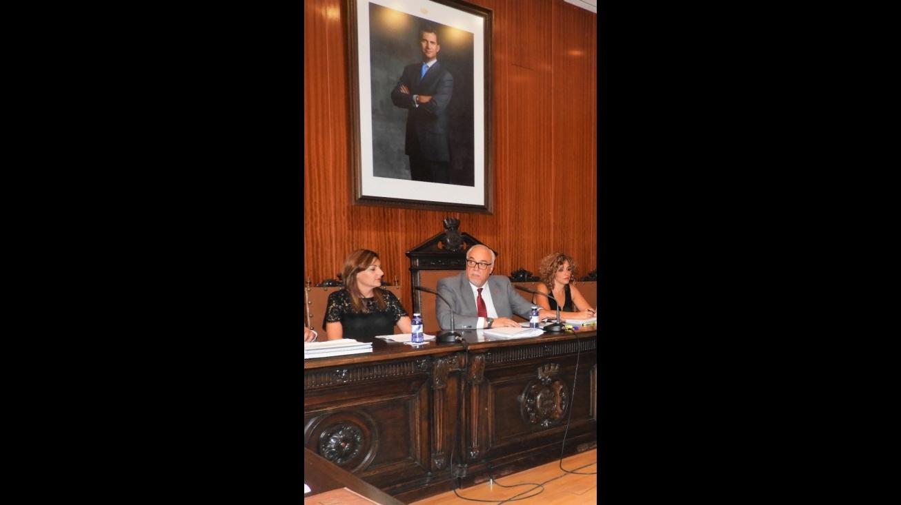 Julian Nieva, junto a Beatriz Labián e Isabel Díaz-Benito