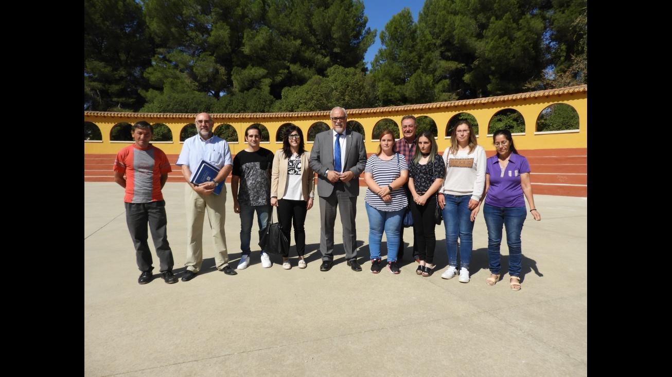Julián Nieva y Gemma de la Fuente, junto a los participantes en el Taller de Empleo