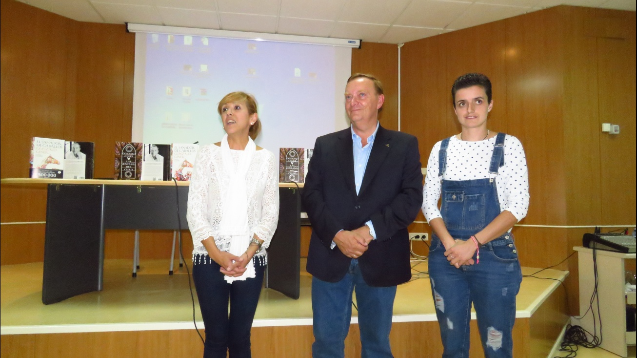 Cebrián, junto a Gonzalo Giner y Esther Nieto