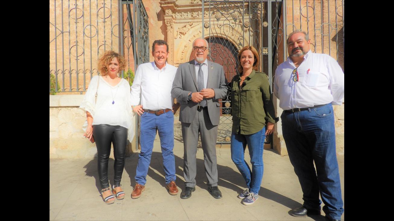 Julián Nieva, Beatriz Labián y Miguel Ramírez junto a los presentadores del programa de TVE 1, Carlos G. Hirschfeld y Marta Solano