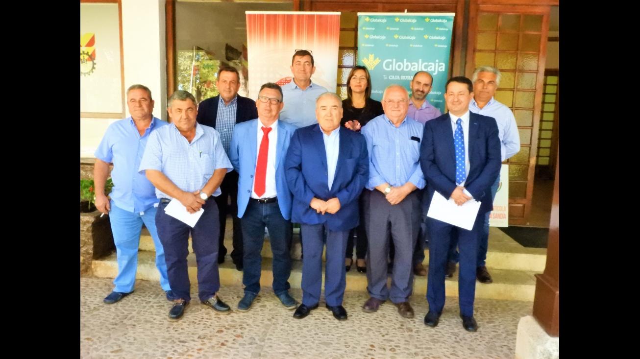 La concejal de agricultura, Isabel Díaz-Benito, junto a representantes del sector en la reunión celebrada en Manzanares
