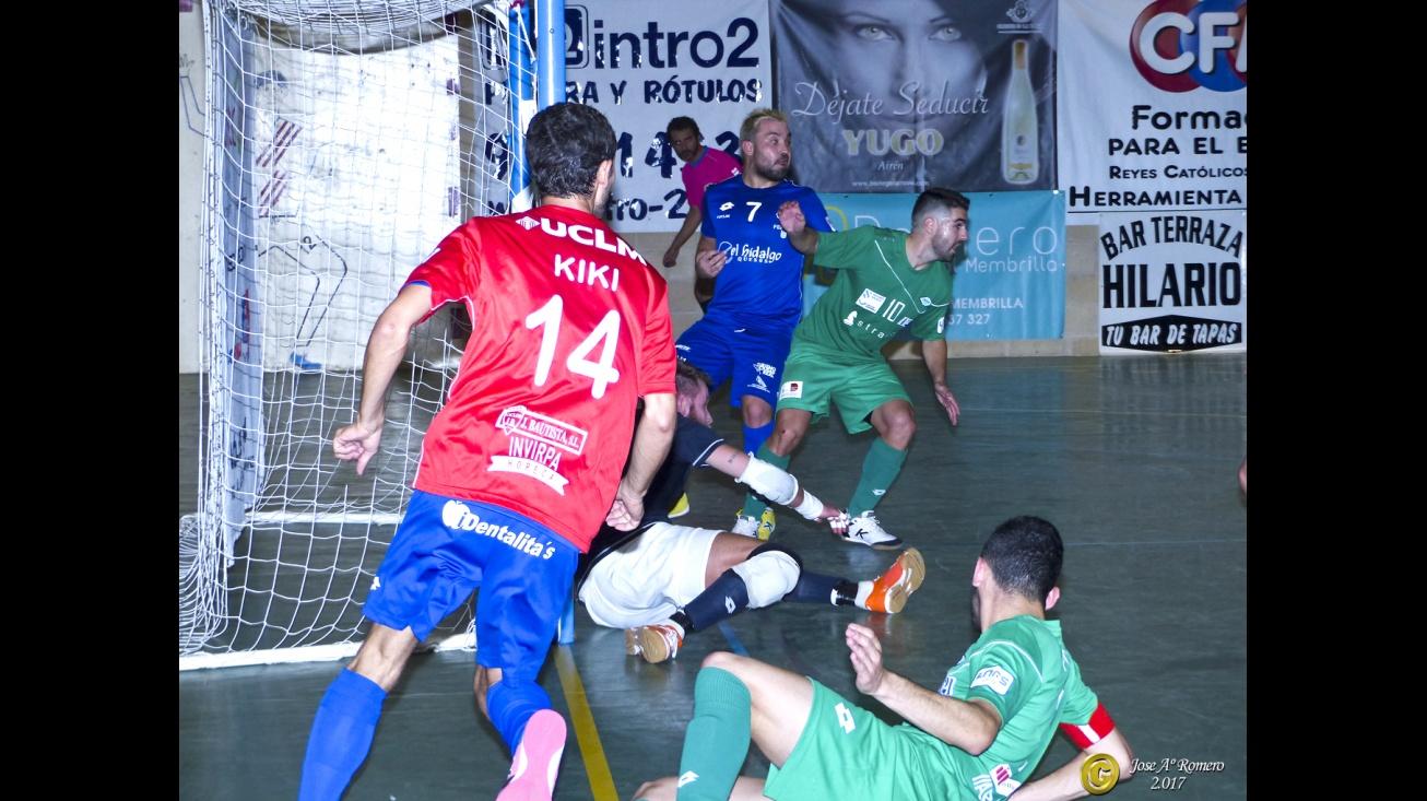 El Manzanares FS, con portero jugador, tampoco pudo con la tela de araña defensiva de los gallegos. Foto: Romero