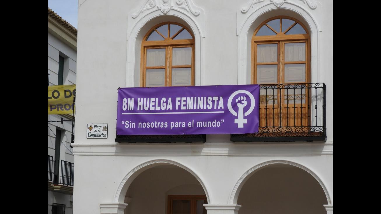 Imagen de la pancarta instalada en el centro de Manzanares
