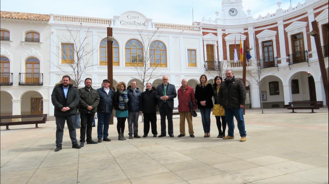 El alcalde ha estado acompañado por el Equipo de Gobierno y miembros de El Zaque