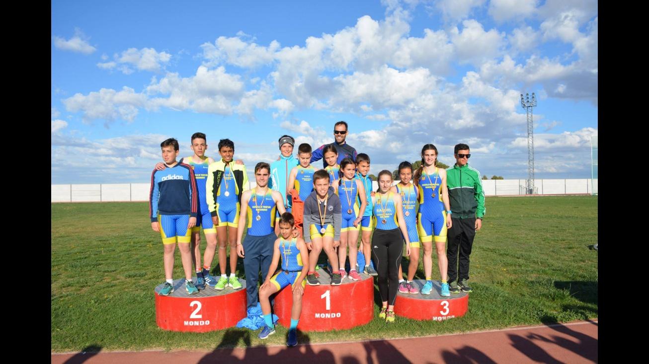 Competidores de la Escuela Municipal de Triatlón