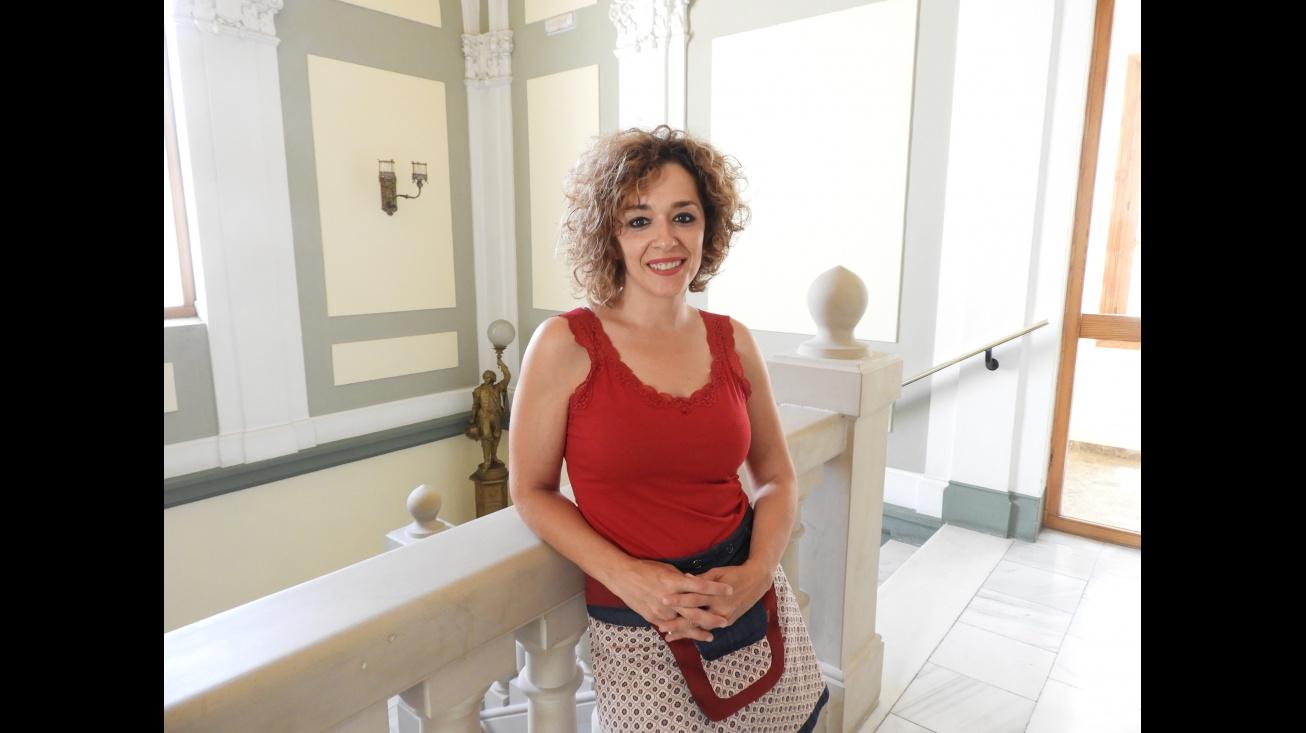 Beatriz Labián anima a la población a participar en la campaña #LuzPorLaELA