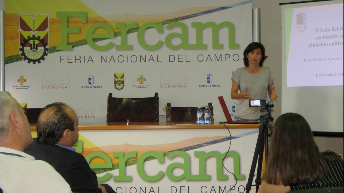 La Doctora Aguayo durante la conferencia