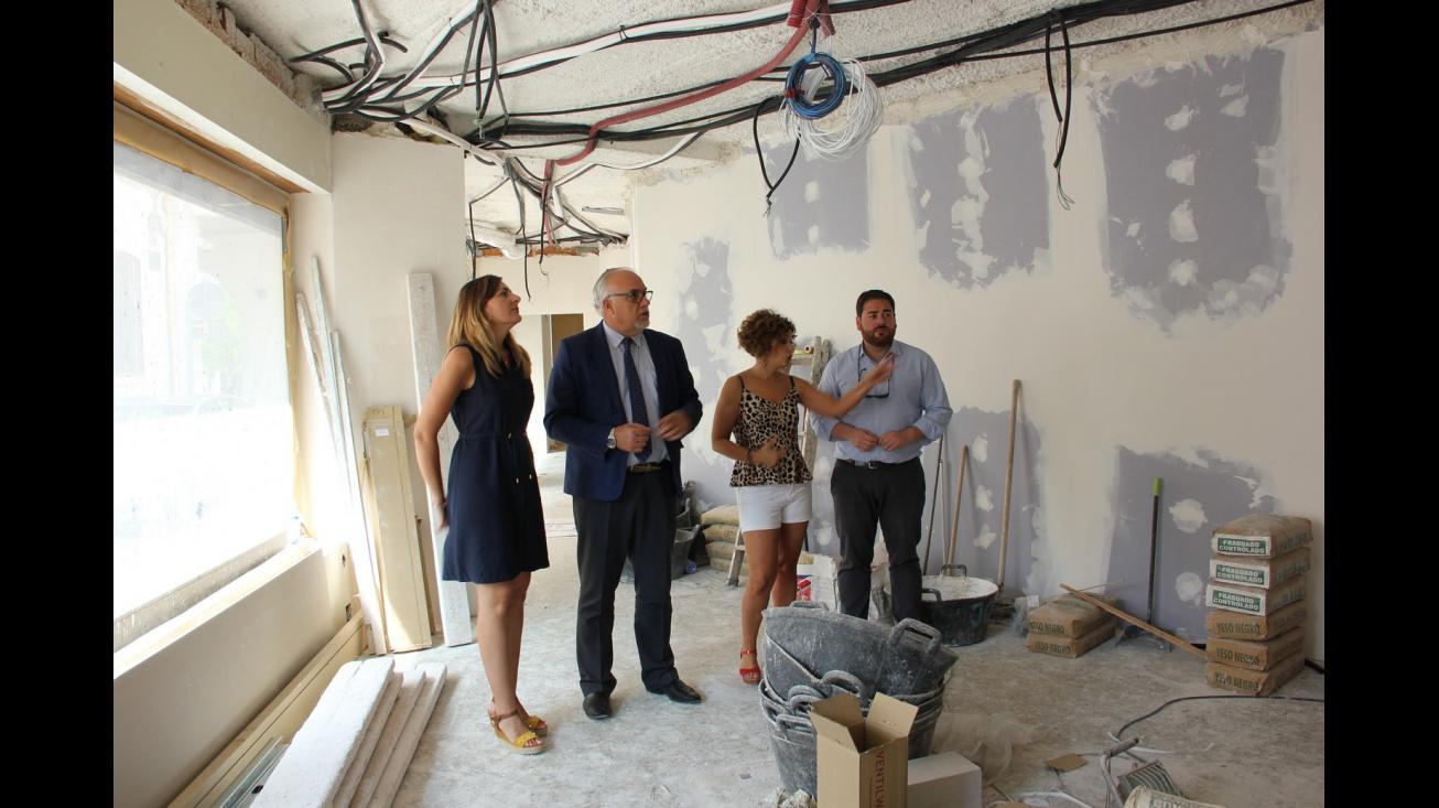 Los ediles municipales visitan la obra del nuevo canal de televisión