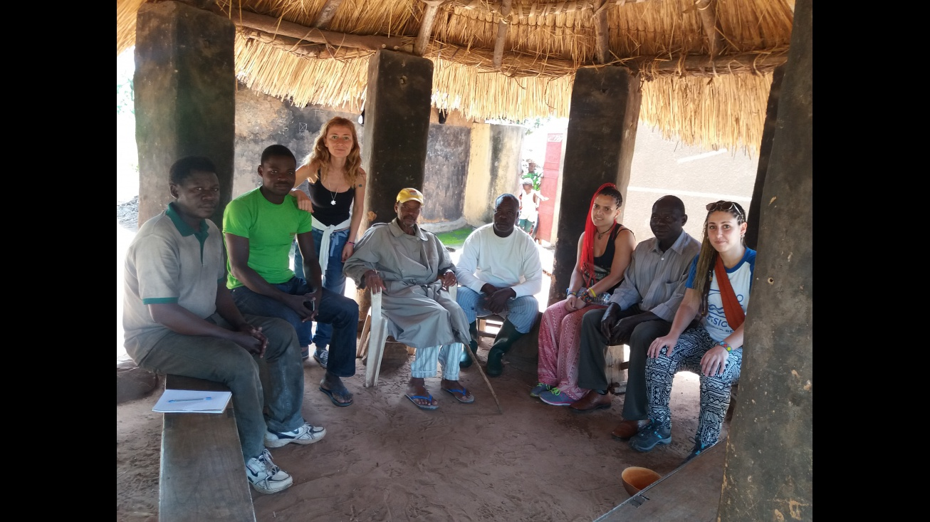 Maribel junto a otros compañeros en una actividad internacional