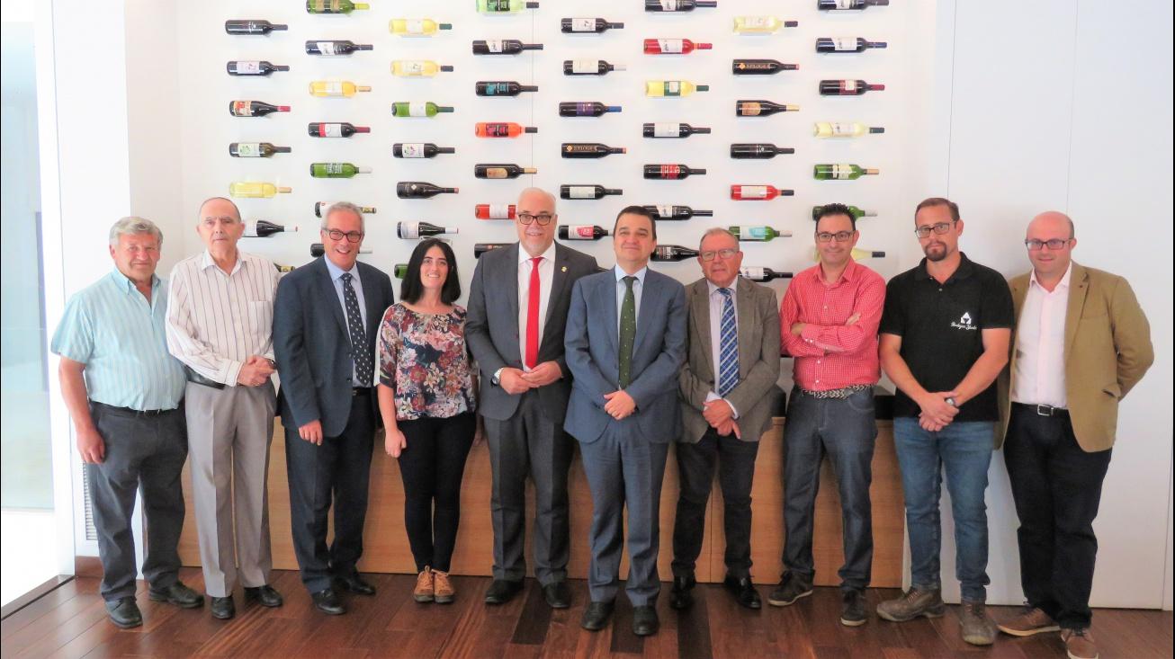 El alcalde y el consejero de Agricultura se reunieron con el Consejo Rector de la Cooperativa