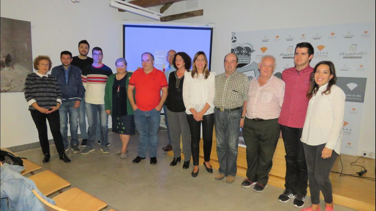 Autoridades junto a componentes del GAM y responsables del corto