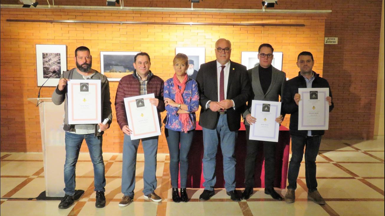Nieva y Cebrián junto a los ganadores del certamen