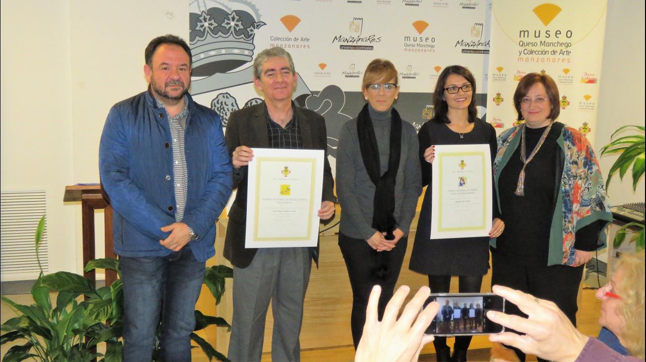 Autoridades y organización con los premiados