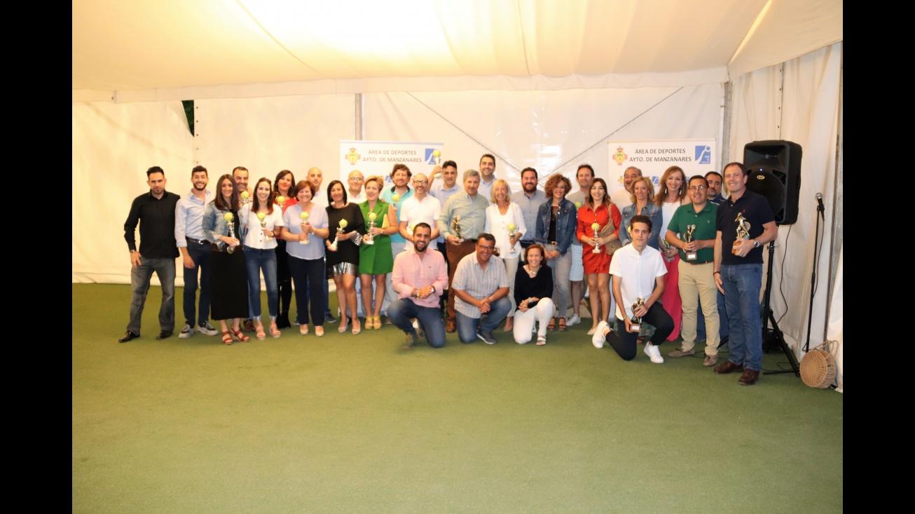 Participantes de las escuelas de pádel y tenis