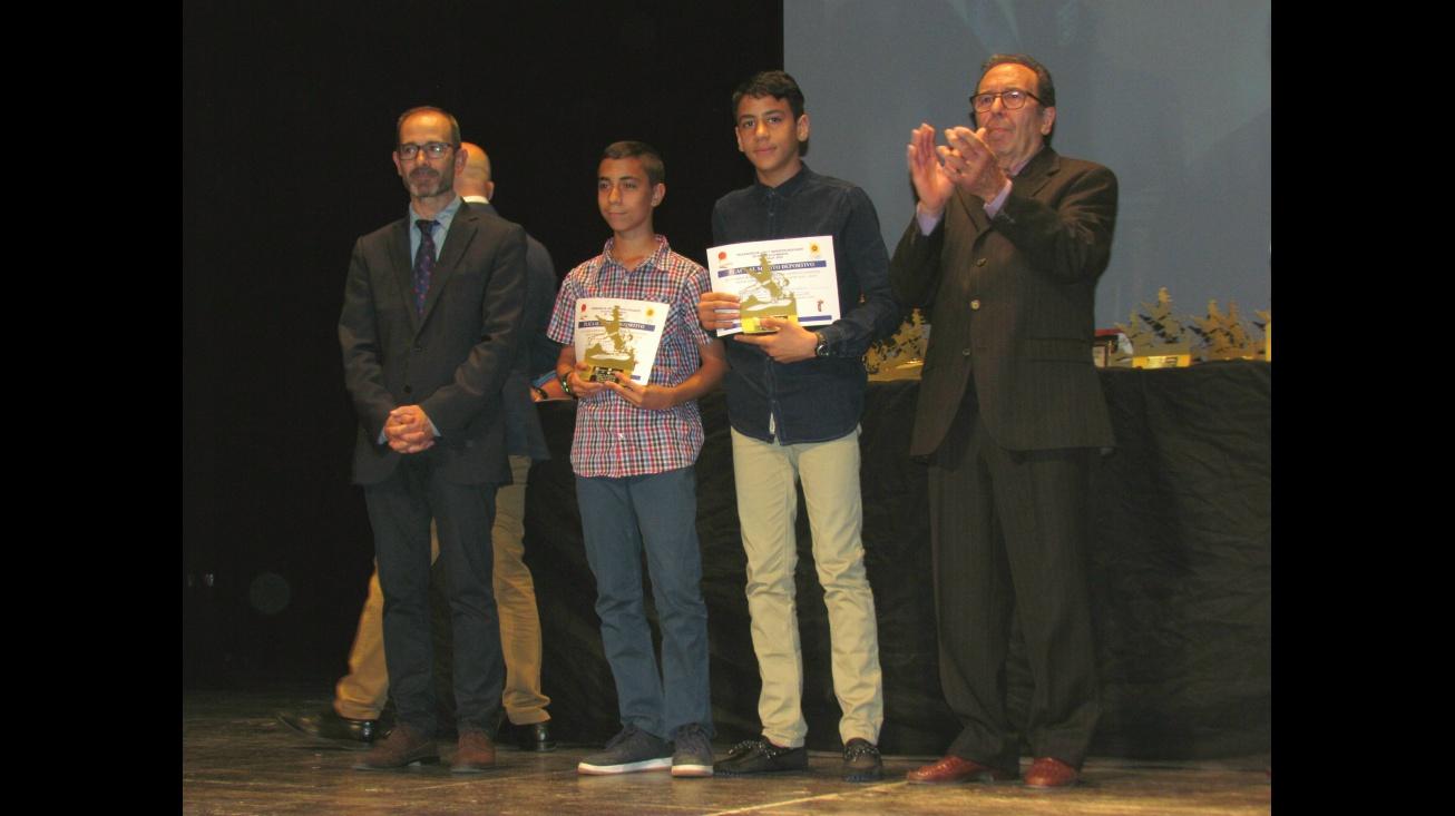 Arturo López y Mohame Amine con sus galardones