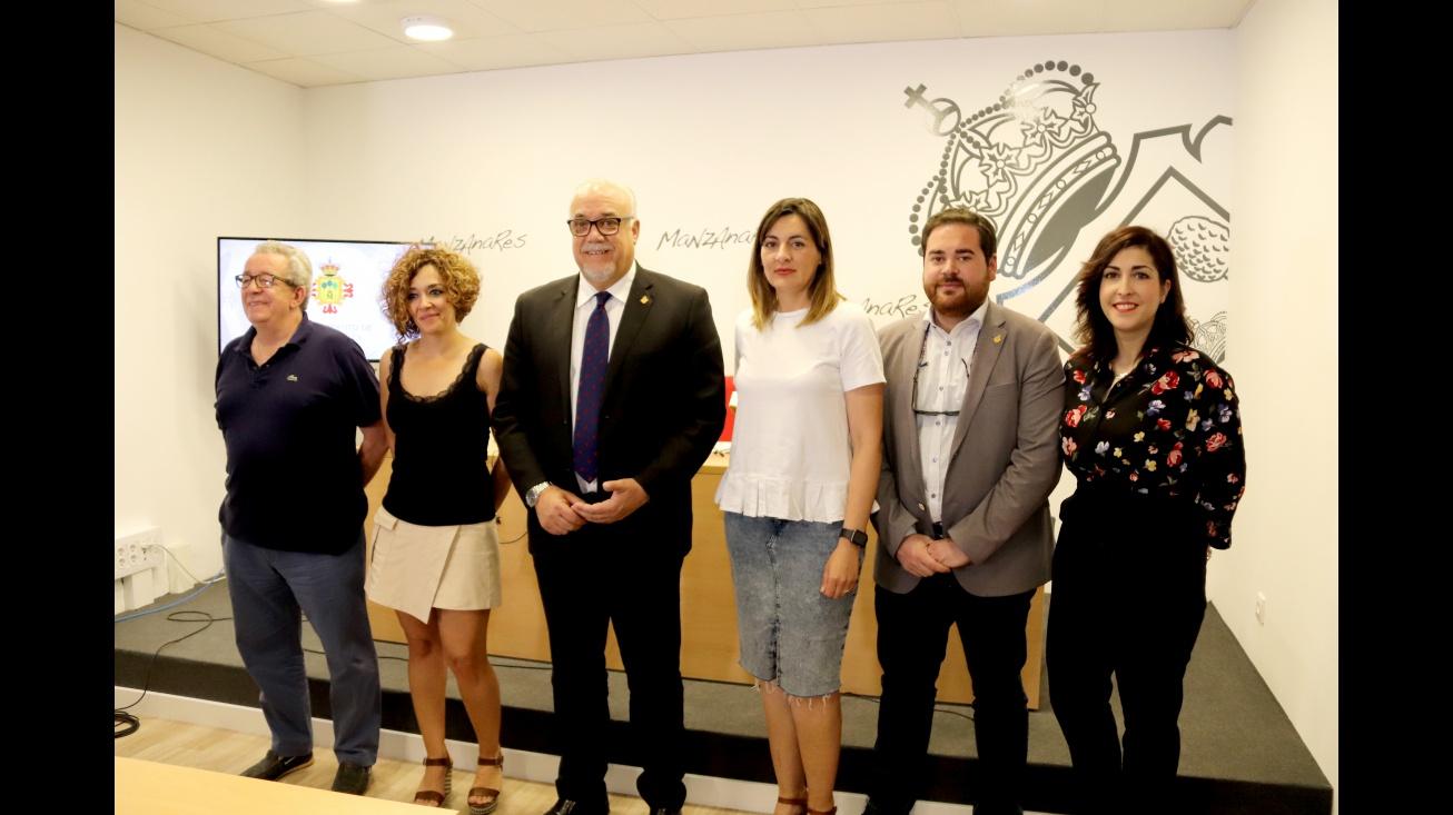 Julián Nieva junto a algunos de los concejales del próximo Equipo de Gobierno