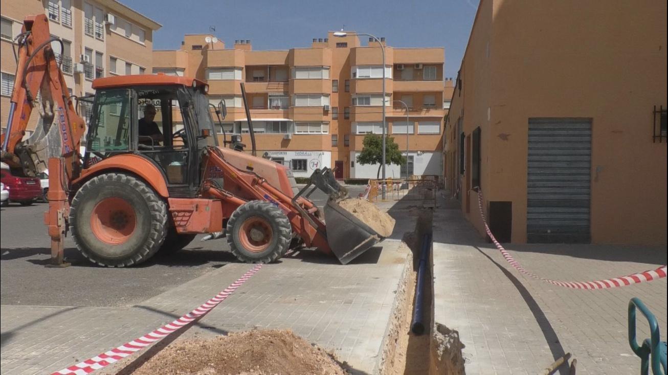 Trabajos de renovación de redes en el barrio del Nuevo Manzanares