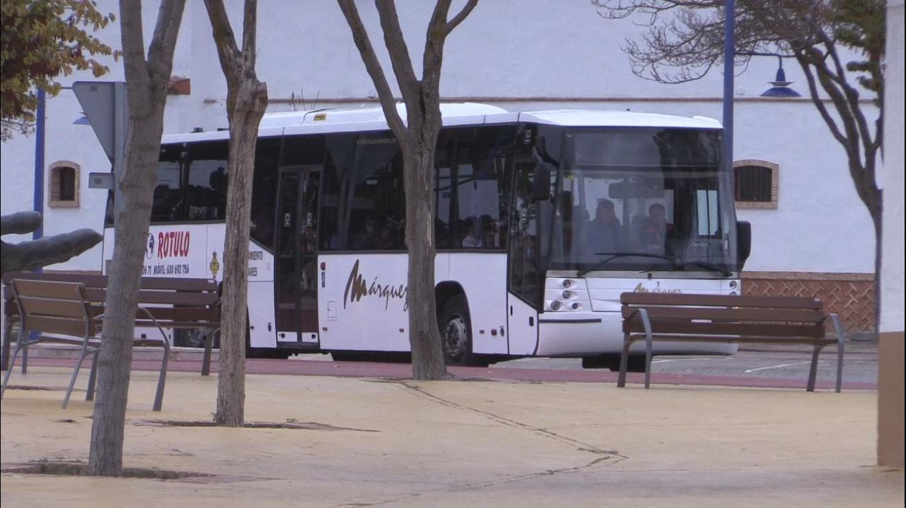 Bus urbano en la nueva parada situada junto a la EFA Moratalaz