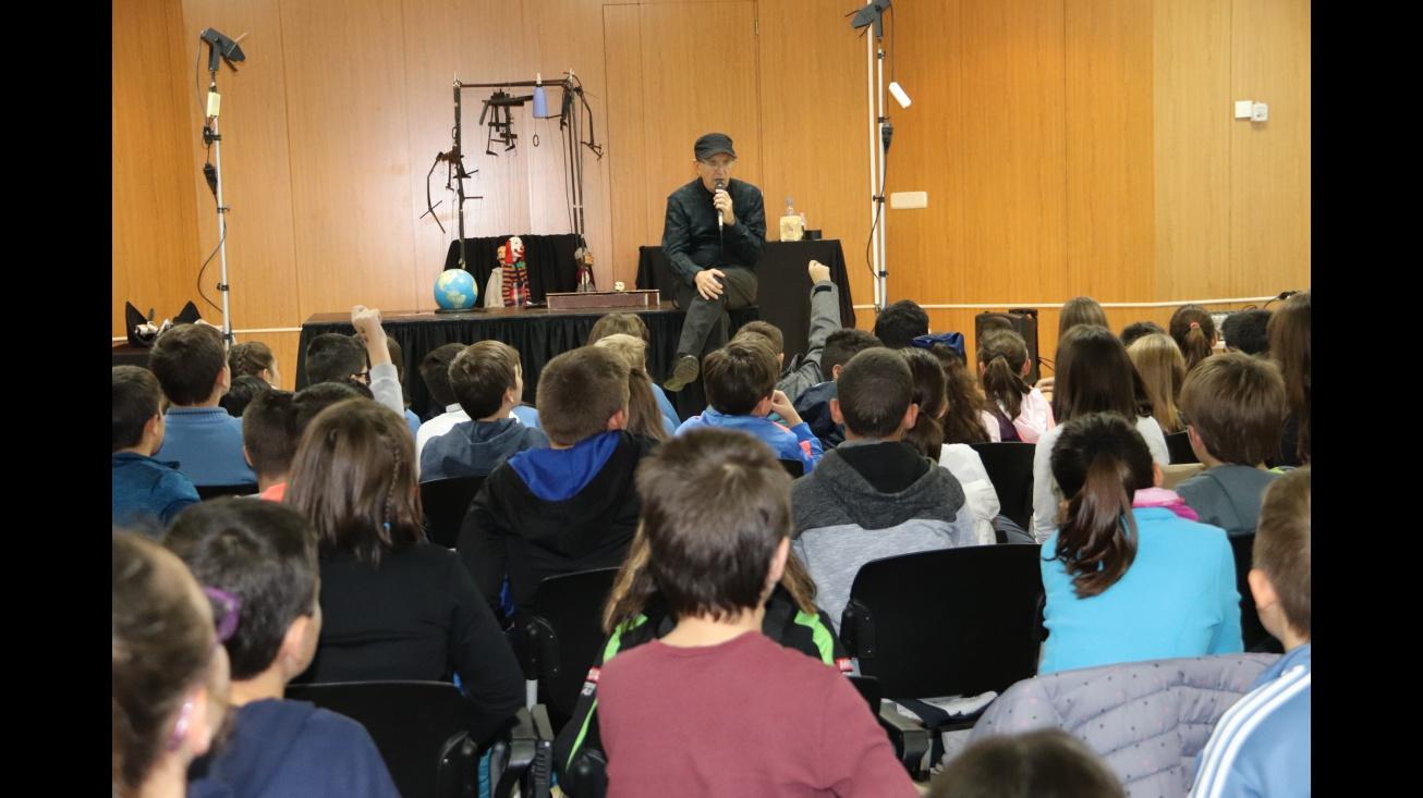 El marionetista Jordi Bertrán respondió a numerosas preguntas del alumnado